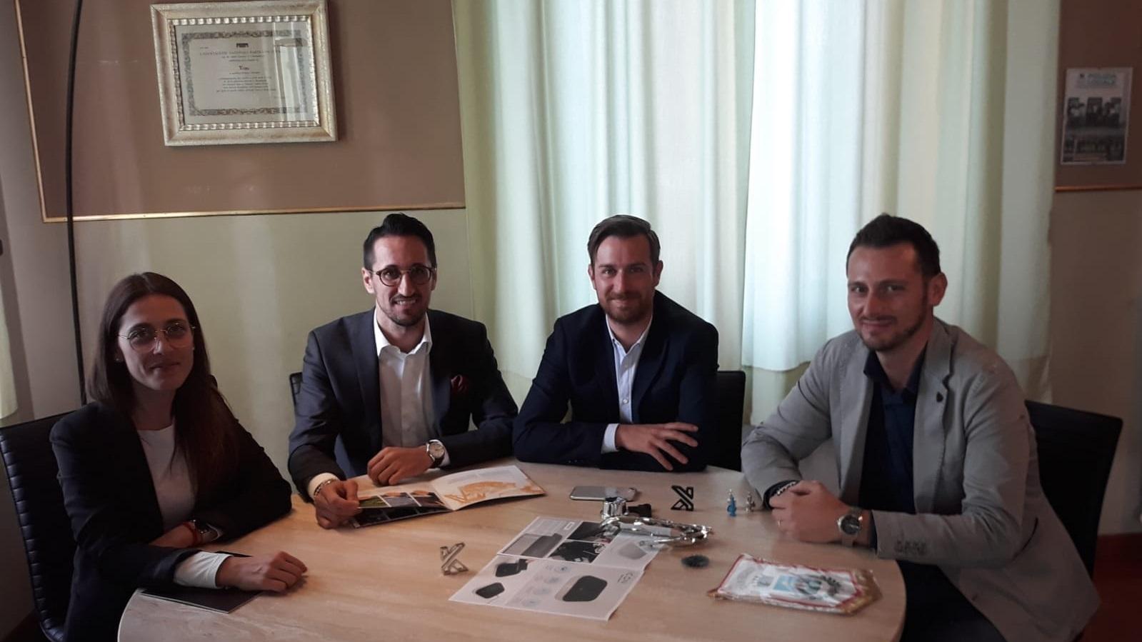 KREA Italy Matteo Gambioli con Sindaco di Trecastelli - KreaItaly, Stampa 3d - Stampanti 3d Marche - Stampanti 3D prezzi - Aziende stampa 3d